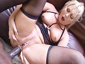 WIFE GETS FUCKED BY A BLACK LONG DICK !!